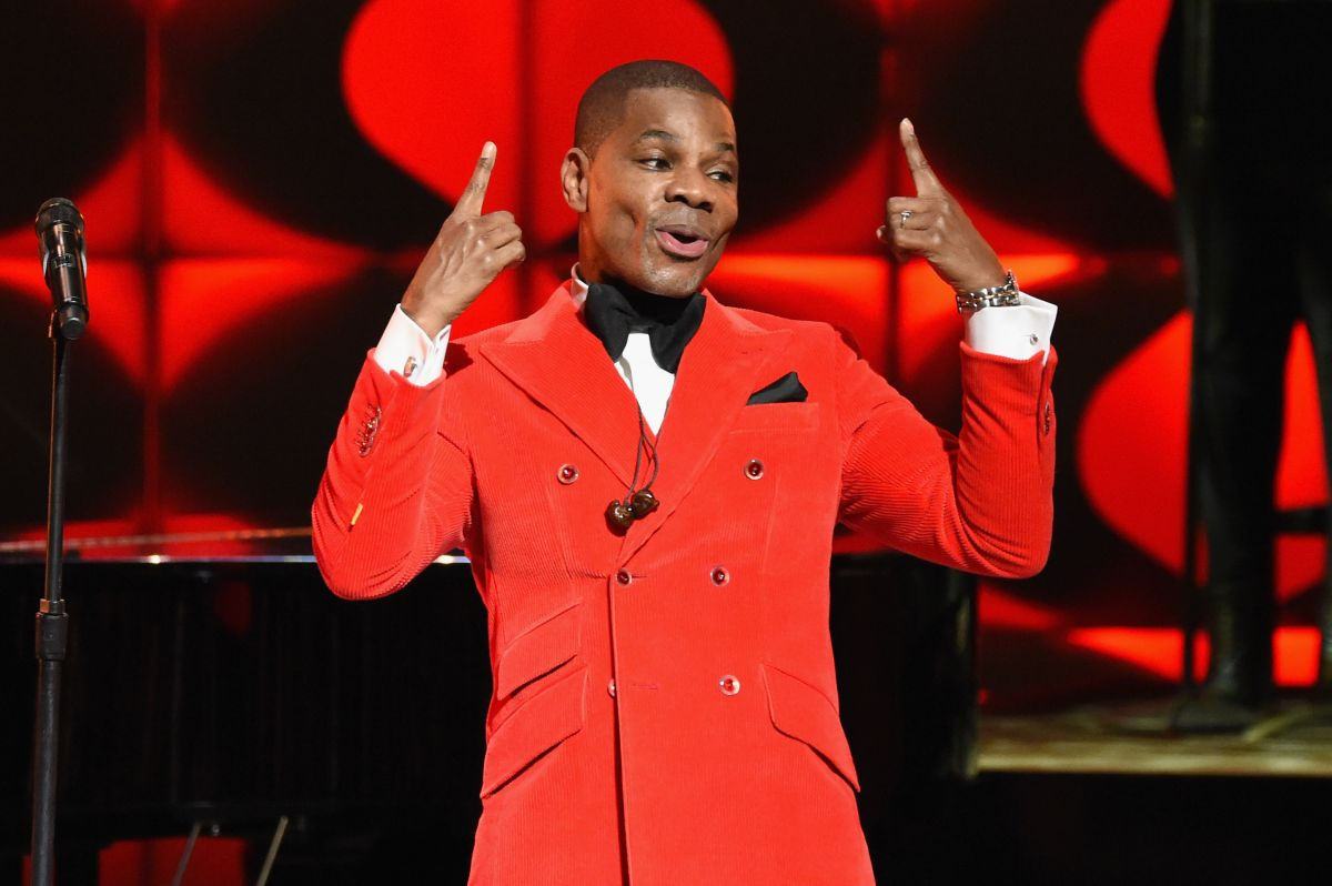 Kirk Franklin performs Love Theory at Super Bowl Gospel
