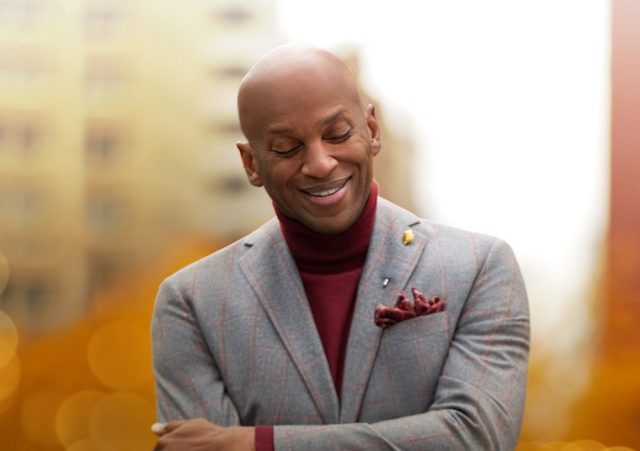 Donnie McClurkin - Pour My Praise On You